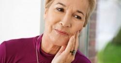 Болит мертвый зуб под коронкой при надавливании: причины, что делать